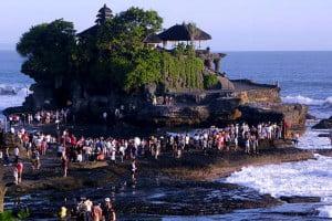 bali-tanah-lot-temple-view-beach-bali-overbight-tour-bali-car-rental-cheap